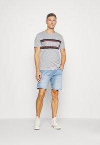 Pier One - Print T-shirt - mottled grey - 1