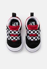 Vans - COMFYCUSH NEW SKOOL - Baskets basses - black/red - 3