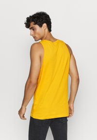 Pier One - Top - yellow - 2