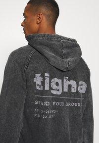 Tigha - Sweatshirt - black - 5