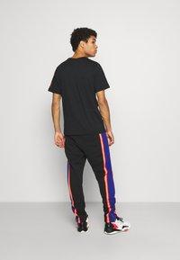Jordan - PANT - Pantaloni sportivi - black/deep royal blue/track red - 2