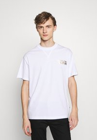Versace Jeans Couture - CHEST LOGO - T-shirt print - white - 0