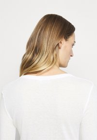CLOSED - WOMEN´S - Long sleeved top - ivory - 3