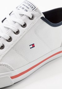 Tommy Hilfiger - HARRINGTON - Sneakers - white - 5