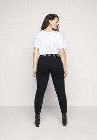 Calvin Klein Jeans Plus - LOGO TRIM PANT - Leggings - Trousers - beh - 2