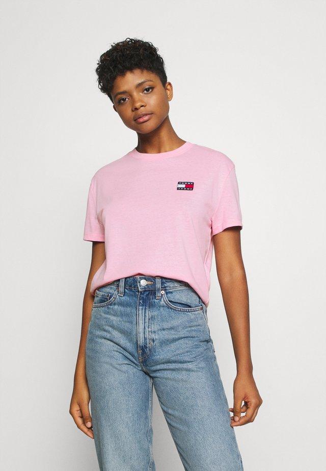 BADGE TEE - T-paita - romantic pink