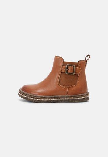 LEATHER BOOTIES - Kotníkové boty - cognac