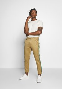 CLOSED - ATELIER CROPPED - Chinos - pebble - 1