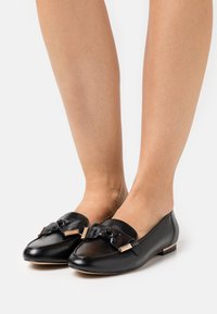 Office - FILTERED BOW DETAIL  - Instappers - black - 0