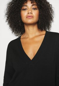 CAPSULE by Simply Be - SLOUCHY V NECK  - Jumper - black - 3