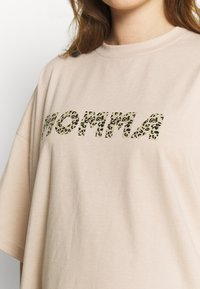 Missguided Maternity - MATERNITY LEOPARD MOMMA - Print T-shirt - cream - 5