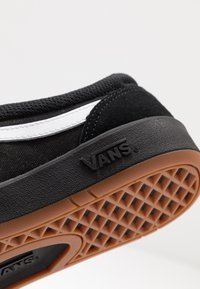 Vans - UA CRUZE CC - Sneakersy niskie - black - 6
