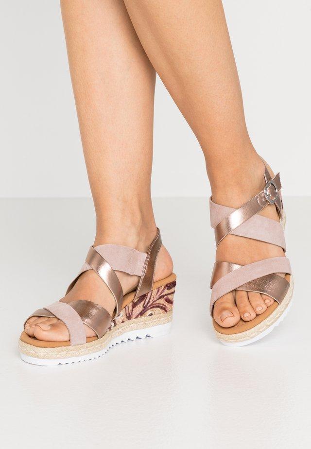 Sandalias con plataforma - luxor metallic/rame rose