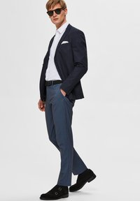 Selected Homme - SLHSLIM-AIDEN - Tygbyxor - navy blazer - 3