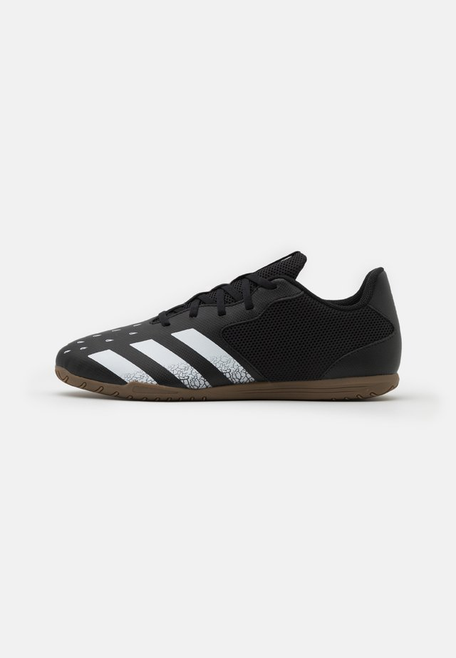 PREDATOR FREAK .4 IN SALA - Zaalvoetbalschoenen - core black/footwear white