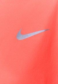 Nike Performance - MILER - Funktionsshirt - bright mango/reflective silver - 2
