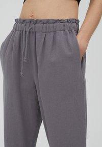 PULL&BEAR - Tracksuit bottoms - mottled light grey - 3