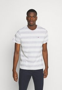 Tommy Jeans - HEATHER STRIPE TEE - T-shirt z nadrukiem - white - 0
