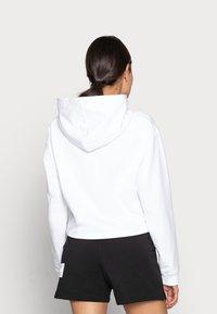 Calvin Klein Jeans - HERO LOGO HOODIE - Sweatshirt - white - 2