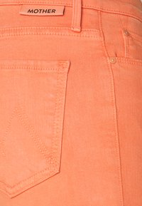 Mother - THE DOOZY - Flared Jeans - cen carnelian - 2