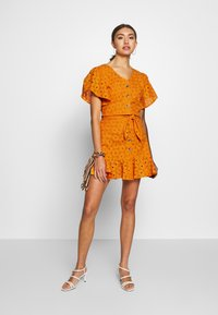 Glamorous - ANGLAIS MINI SKIRT - Falda acampanada - bright orange - 1