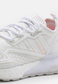 adidas Originals - ZX 2K BOOST UNISEX - Trainers - footwear white/grey one - 5