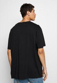 Vivienne Westwood - OVERSIZED CLASSIC - Camiseta estampada - black - 2