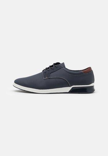 UMILIRI FLEX - Zapatos con cordones - navy