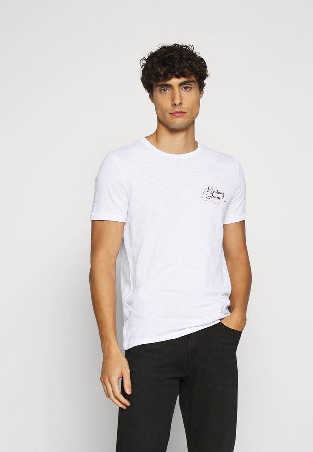 AARON - Print T-shirt - white