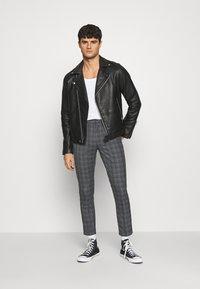 Burton Menswear London - CHECK 2 PACK - Kangashousut - navy - 0