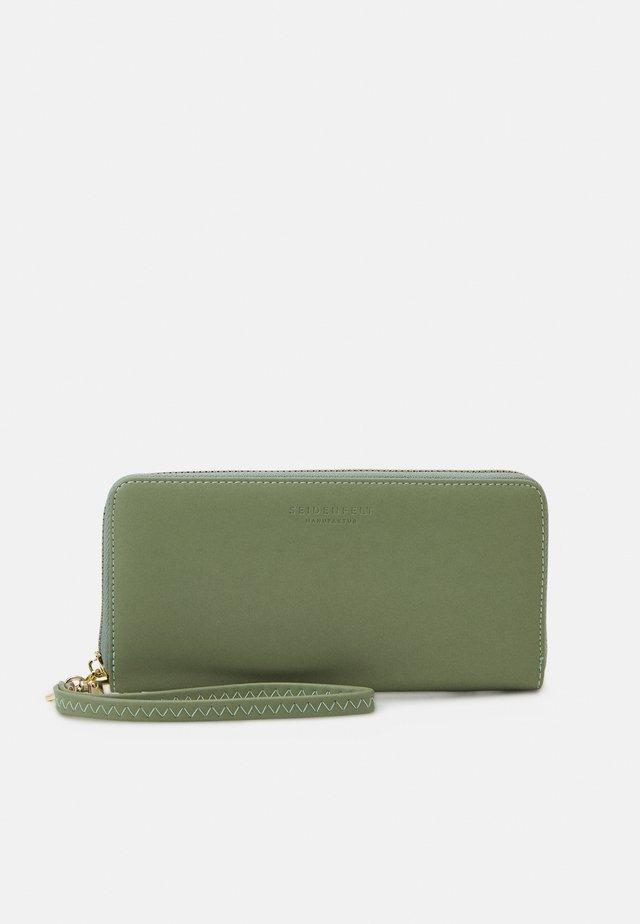SMILLA - Wallet - matcha green