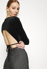 Gina Tricot - VELVET OPEN BACK - Long sleeved top - black - 3
