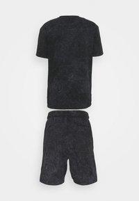 Common Kollectiv - WASHED TWINSET UNISEX - T-shirt imprimé - black - 8