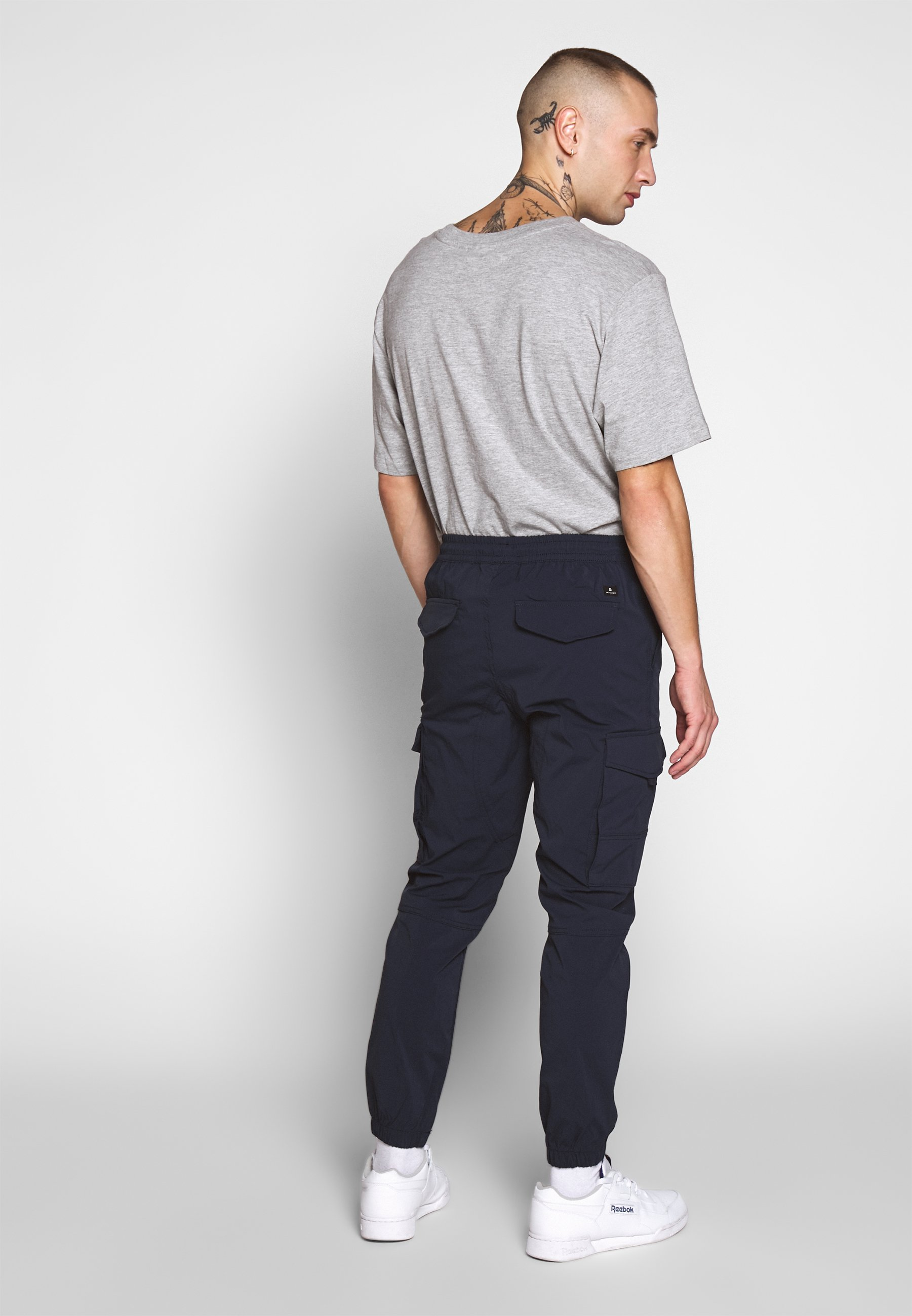 Jack & Jones JJIGORDON JJFLAKE - Cargo trousers - navy blazer JtMzw