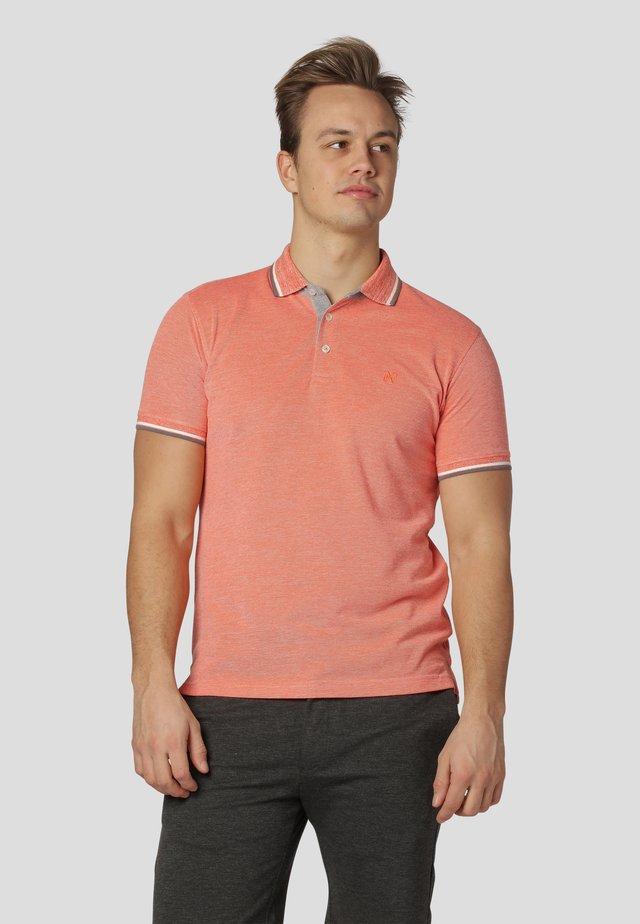 WALTON - Polo shirt - orange shock