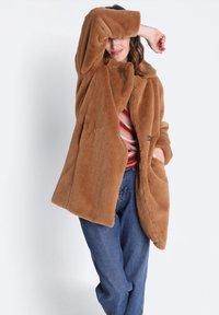 BONOBO Jeans - GERADER - Winter coat - marron clair - 3