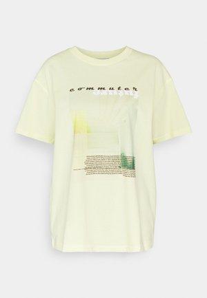 ENKULLA TEE - Print T-shirt - commuter