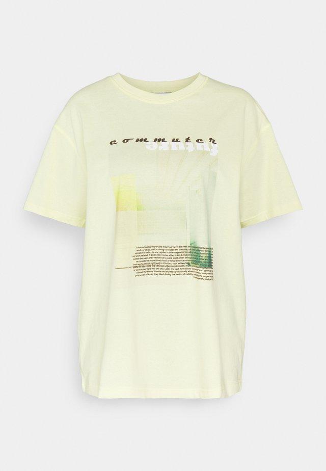 ENKULLA TEE - T-shirt imprimé - commuter