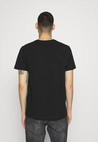 Alessandro Zavetti - VERSEO TEE - Print T-shirt - black - 2