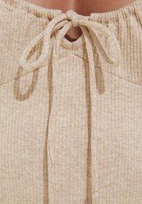 Bershka - Pouzdrové šaty - camel - 4