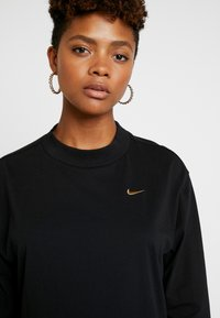 Nike Sportswear - T-shirt à manches longues - black/metallic gold - 4