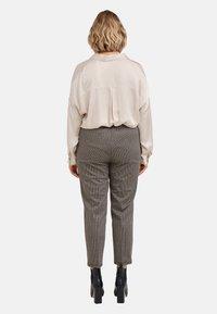 Fiorella Rubino - Trousers - marrone - 2