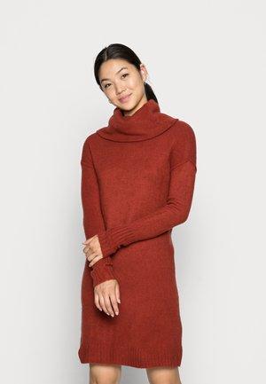 VMLUCI COWLNECK DRESS - Jumper dress - chilli oil