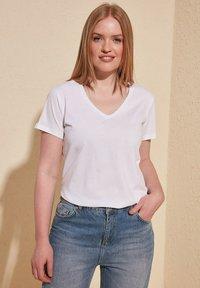 Trendyol - Basic T-shirt - white - 8