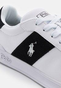 Polo Ralph Lauren - HERITAGE COURT UNISEX - Sneakersy niskie - white/black - 5