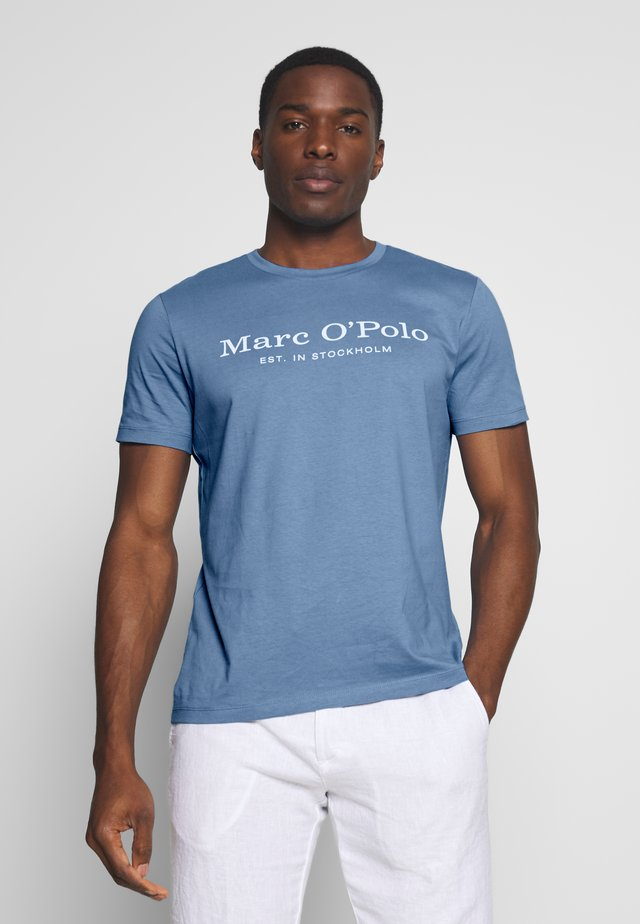 SHORT SLEEVE ROUND NECK - T-shirt z nadrukiem - riviera