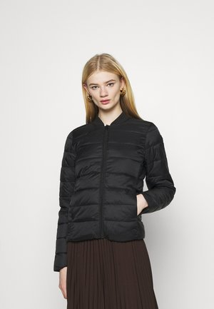 ONLSANDIE QUILTED JACKET - Lehká bunda - black