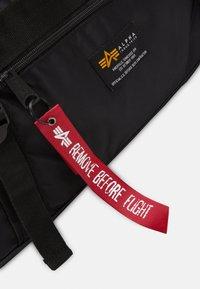 Alpha Industries - CREW DUFFLE BAG UNISEX - Viikonloppukassi - black - 4
