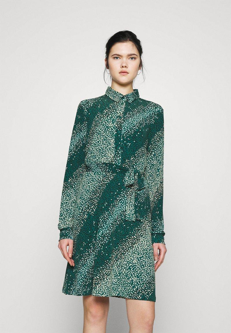 Vero Moda - VMBIBI DRESS  - Shirt dress - ponderosa pine