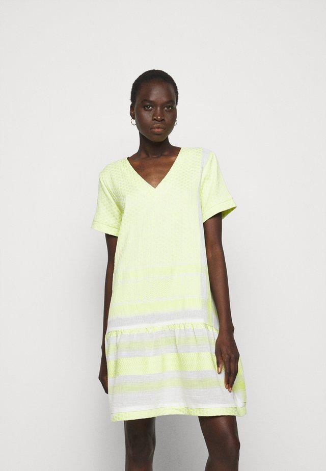 DRESS - Korte jurk - avocado green